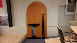 GEBRUIKT - Conferentietafel 80x180cm 1 kant halfrond, frame zwart, blad kersen