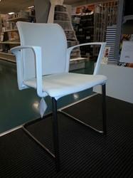 Stoel Leerdam 536, zitting en rug gestoffeerd, frame verchroomd wit